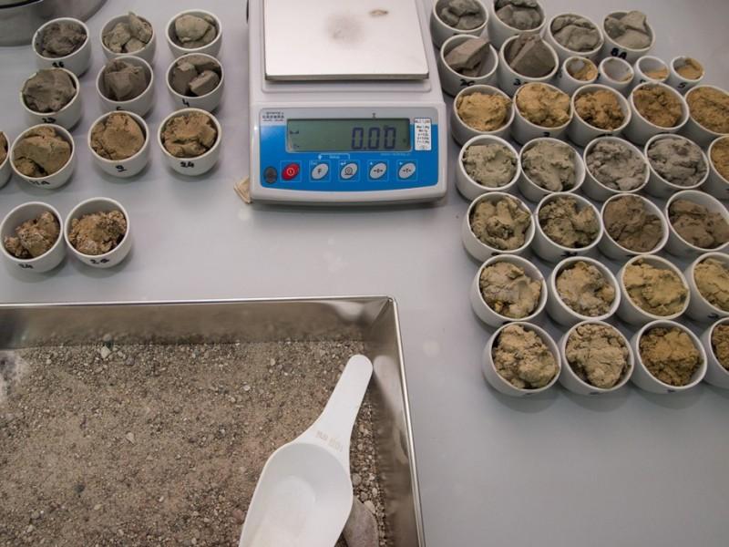 Próbki gruntu przygotowane do badań